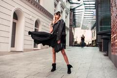 Model in Straße